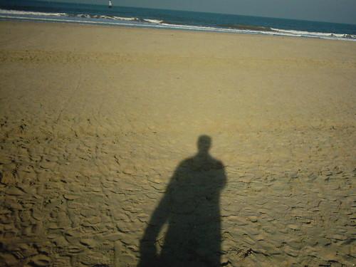 2006_trouville_ombre_auto_sur_sol